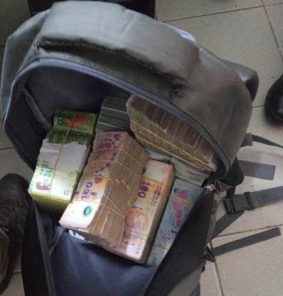 mochila con dinero