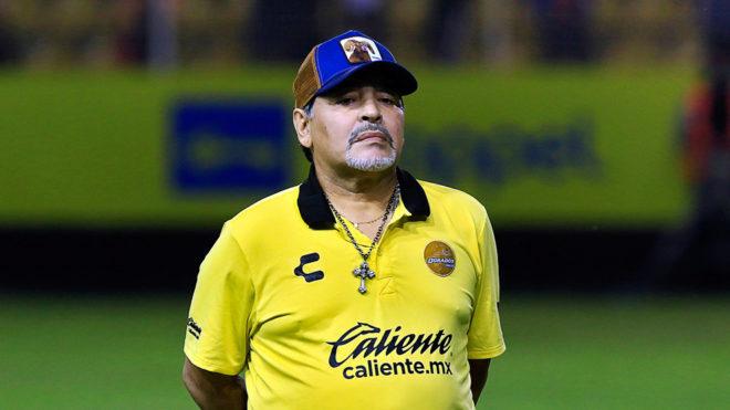 Maradona fue demorado en el Aeropuerto de Ezeiza