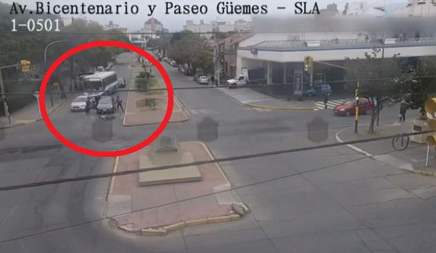 video incidentes ciclistas auto policias