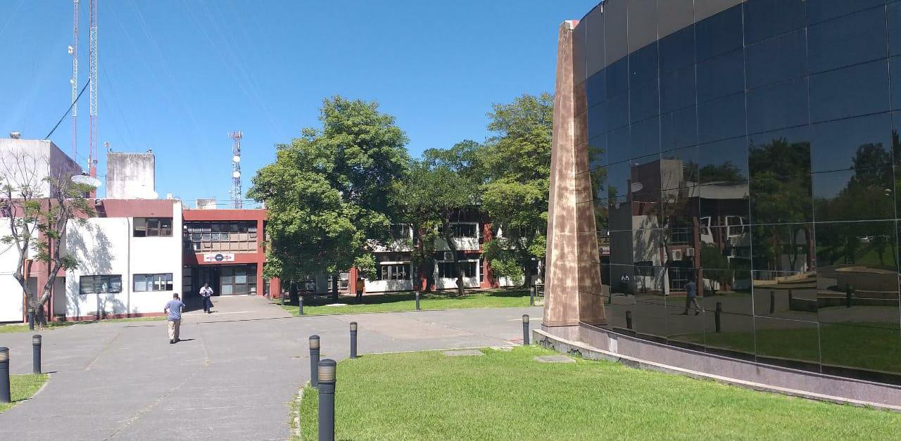 grand bourg casa de gobierno empleados publicos