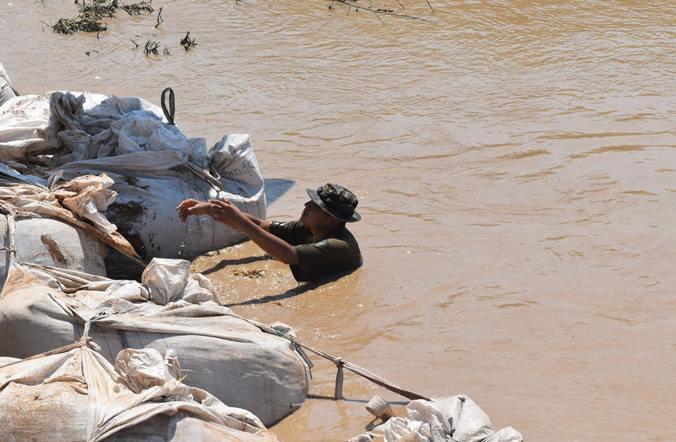 Resultado de imagen para Ejército argentino + inundaciones