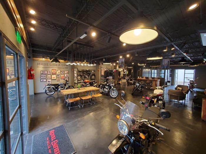 royal - concesionario de motos (3)