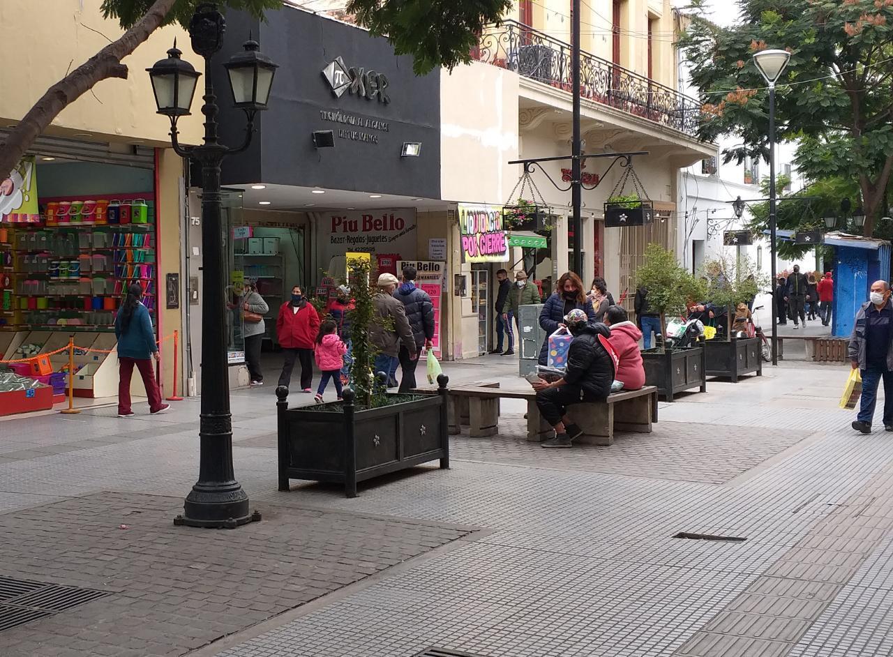 centro peatonal comercio abierto gente compras florida peatonal