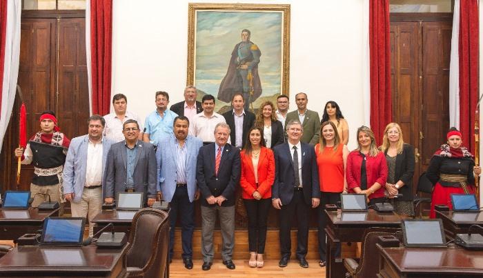 La comitiva salteña con diputados riojanos en la Legislatura