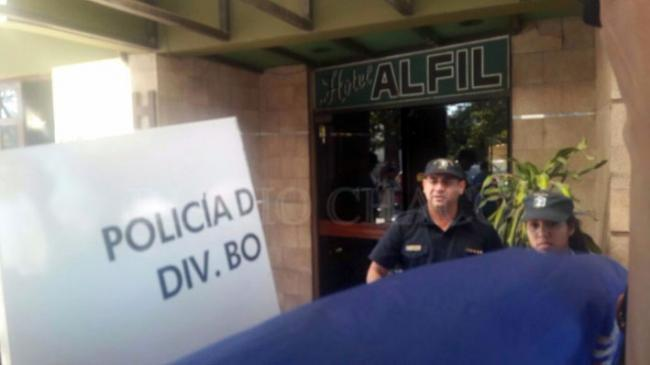 Un policía y una menor, muertos a tiros en un hotel