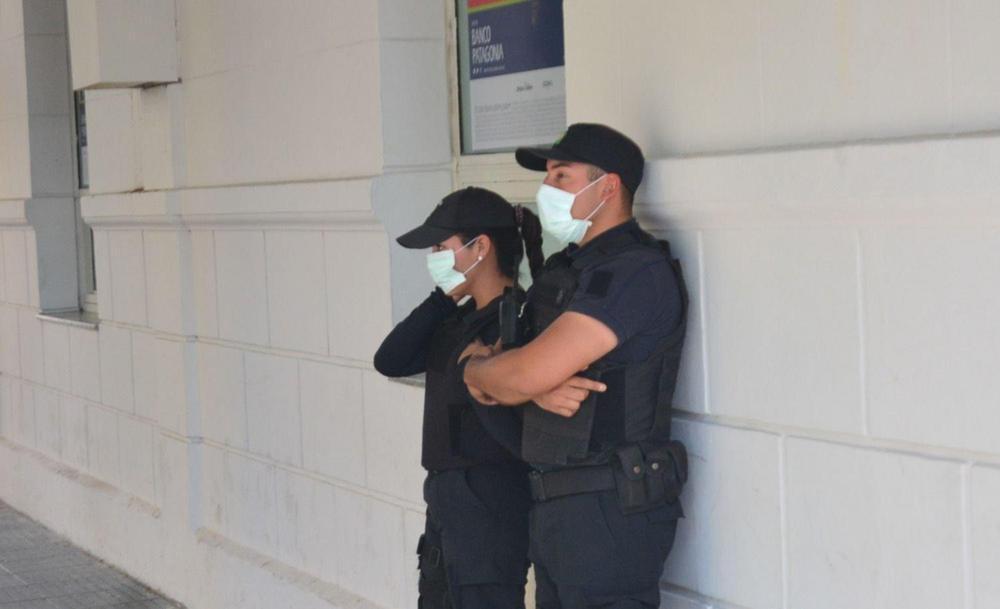 policias en cuarentena