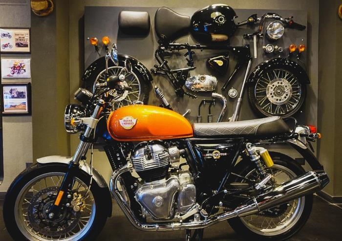 royal - concesionario de motos (5)