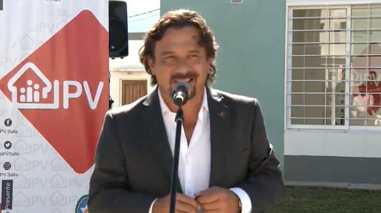 Sáenz entregó 95 casas en Pereyra Rozas y anunció nuevas construcciones