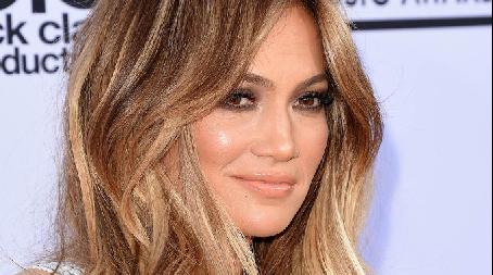 Así luce Jennifer López a cara lavada