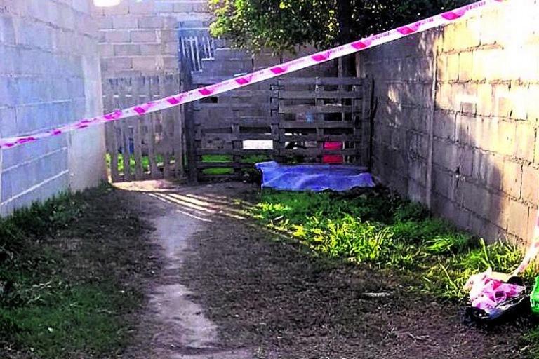En un descampado encontraron el cadáver de una niña de 5 años
