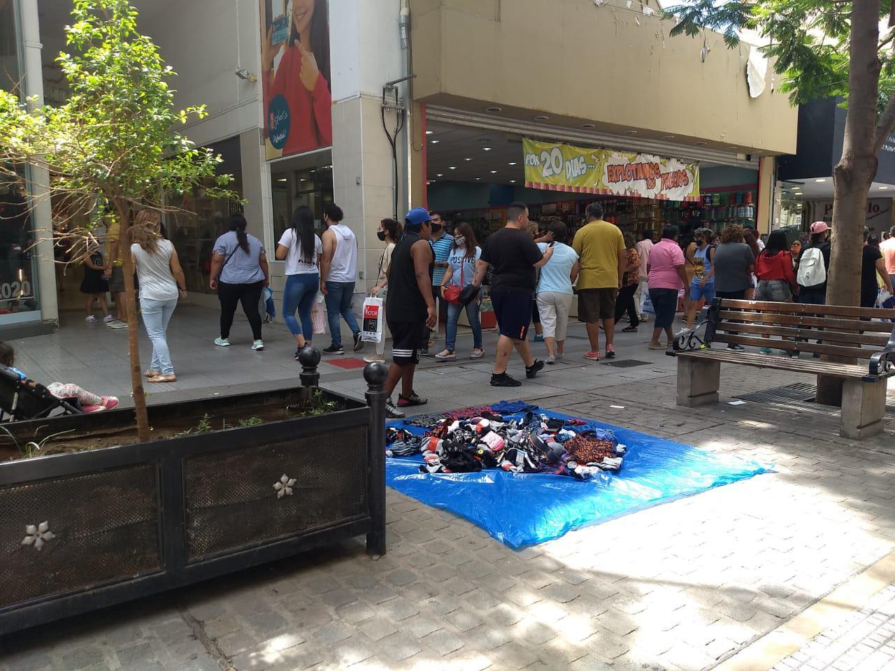 Centro peatonal compras comercios locales navidad ventas ciudad fiestas manteros)