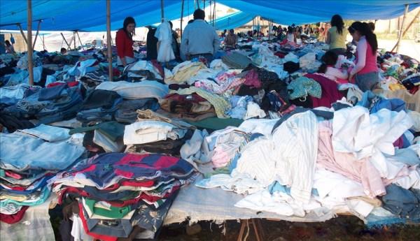 El Gobierno prohíbe importación de ropa usada por cinco años