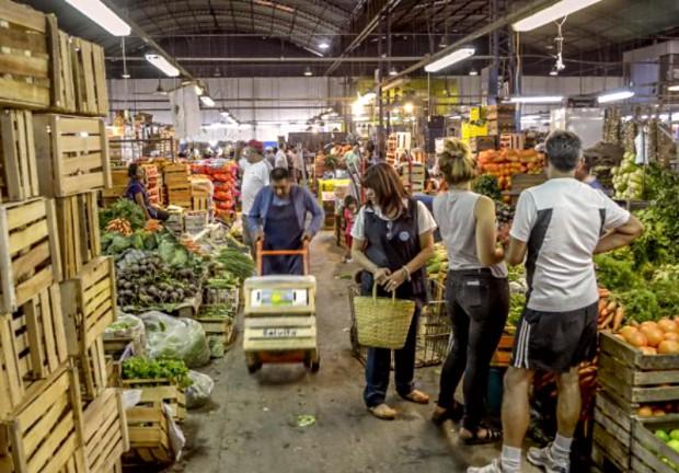 Por la suba del dólar, se dispararon los precios de frutas y verduras en Cofruthos